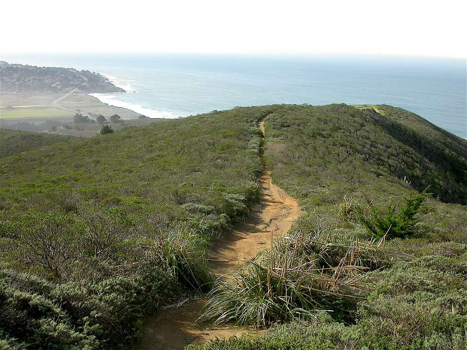 A trail from Gray Whale Cove on the San Mateo County Coast leads up to a nearby ridge for a beautiful ocean view. Photo: Tom Stienstra, Tom Stienstra / The Chronicle