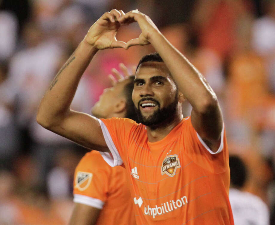 Dynamo center back Leonardo has been ruled out of Monday's playoff game due to a hamstring injury. Photo: Yi-Chin Lee/Houston Chronicle