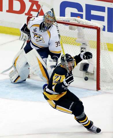 Third-period barrage gives Penguins 4-1 win over Predators