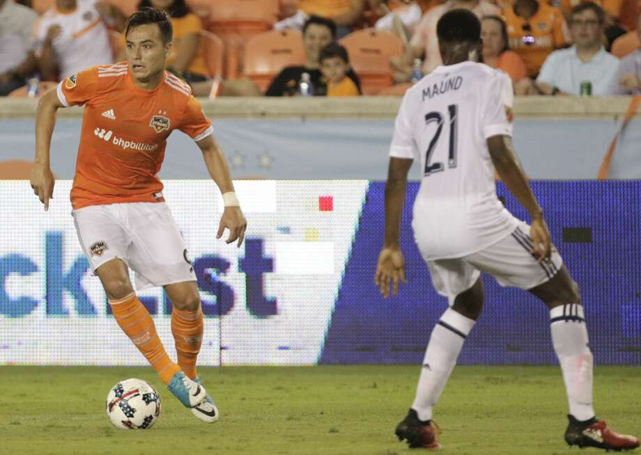 Houston Dynamo forward Erick Torres (9) looks for a pass while Real Salt Lake defender Aaron Maund (21) defensing during the second half of the game at BBVA Compass Stadium Wednesday, May 31, 2017, in Houston. The Houston Dynamo defeated Real Salt Lake 5-1. ( Yi-Chin Lee / Houston Chronicle ) Photo: Yi-Chin Lee/Houston Chronicle