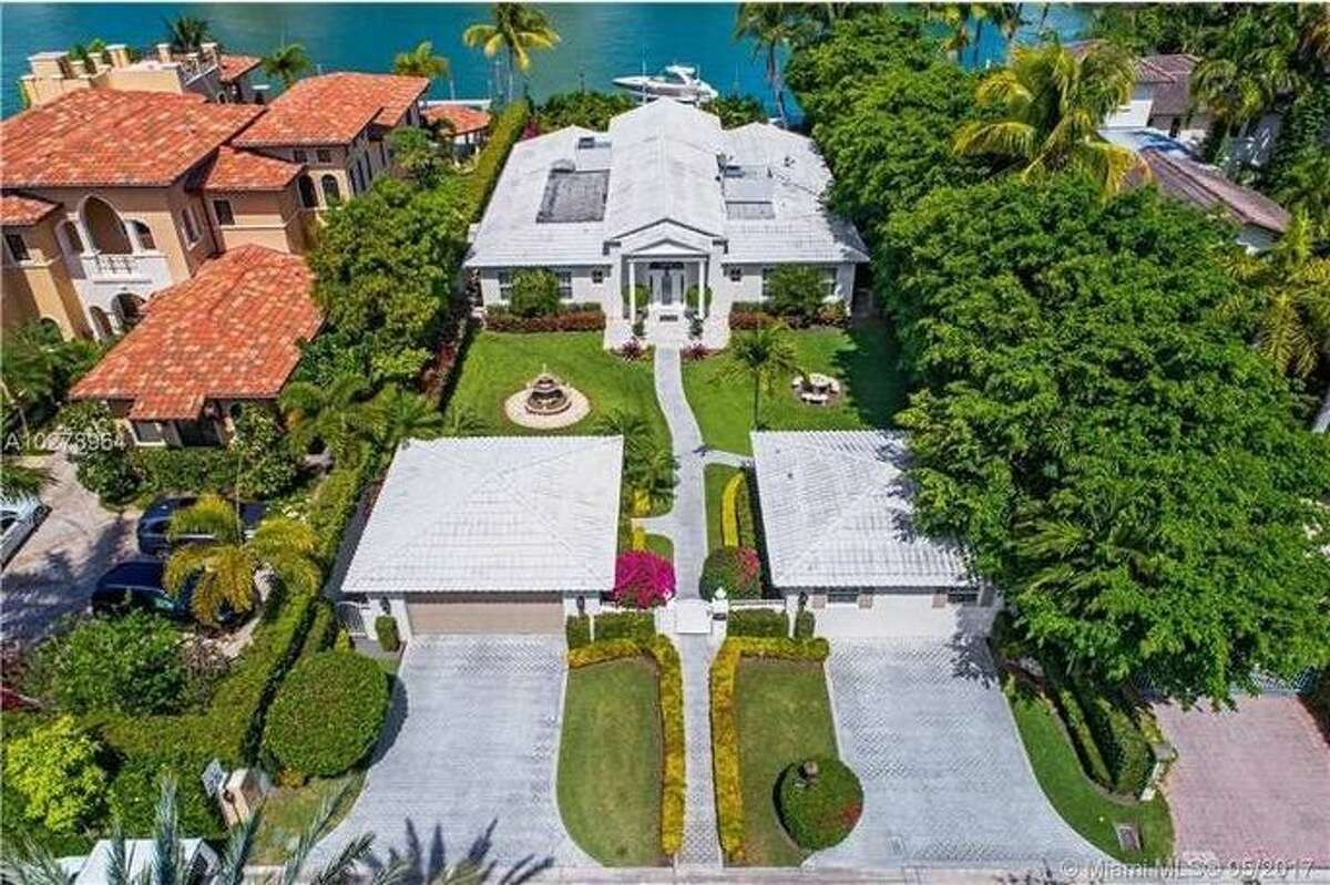 Young shortstop Edgar Renteria is selling his Miami home for $4.9 million.