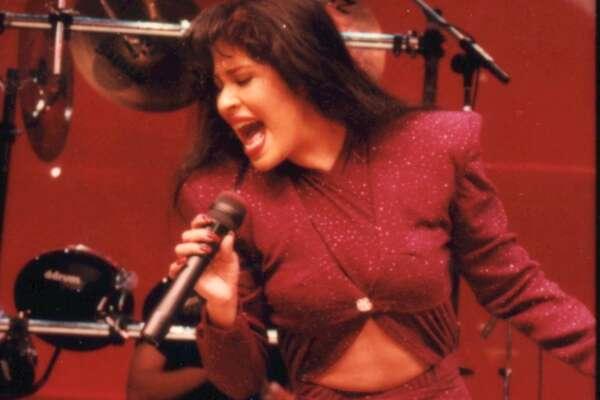 Foto de archivo de Selena Quintanilla, la artista texana fallecida hace más de 20 años. (Archivo)