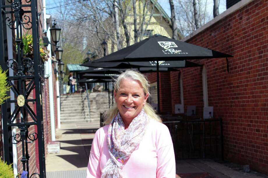 Chamber of Commerce Executive Director Tucker Murphy stands outside her Elm Street office, the Outback-to-Elm pedestrian access point behind her. Photo: Justin Papp / Hearst Connecticut Media / New Canaan News