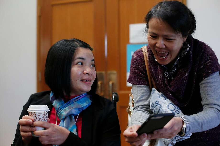 Emma Zhou (l to r) catches up wtih friend Jessica Chang during a visit to Myoshinji Temple with her family last year. Photo: Lea Suzuki / The Chronicle