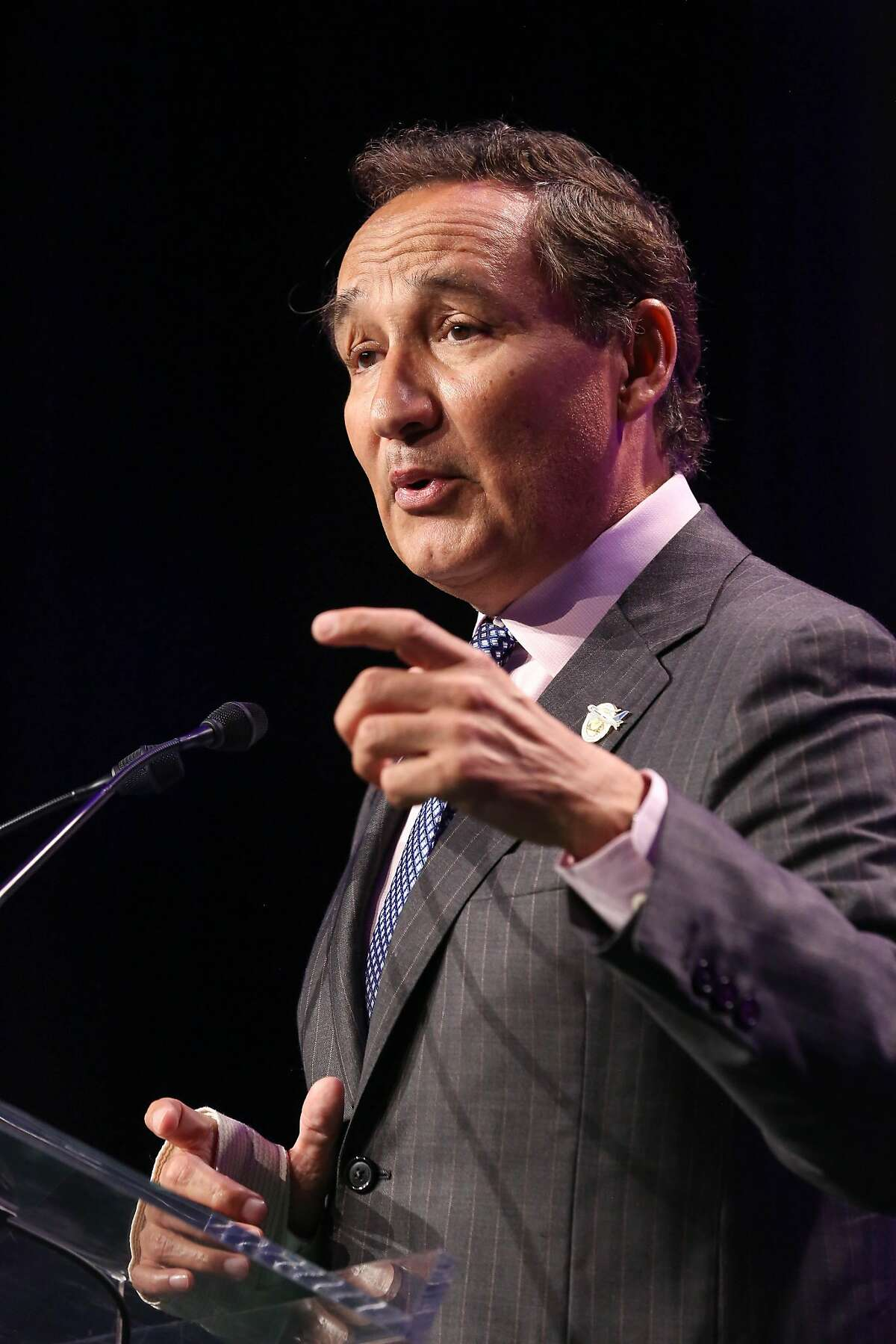 CEO of United Airlines, Oscar Munoz, speaks at the SF Travel Association annual luncheon on Thursday, June 1, 2017 in San Francisco, Calif.