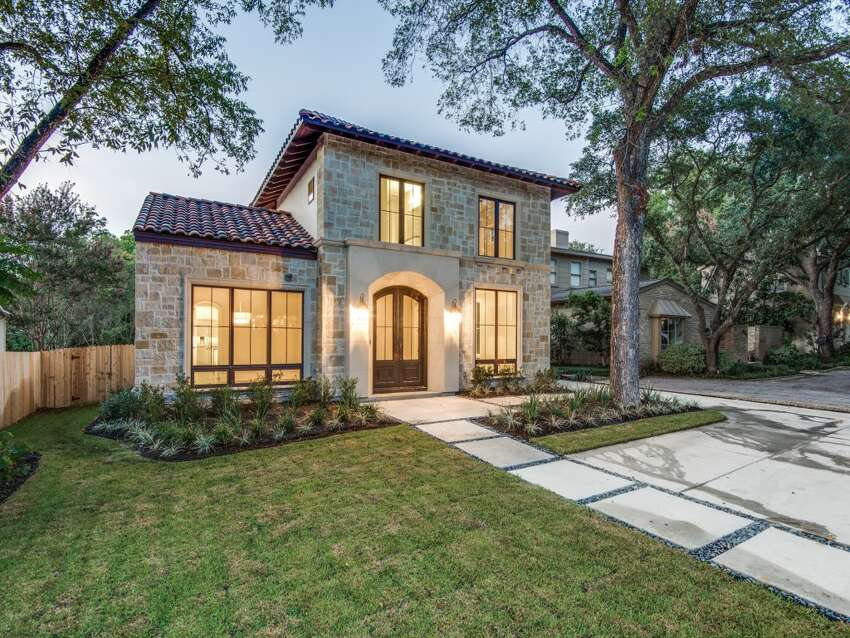Terrell Hills Median household income: $148,080 Households with incomes of $150,000 or more: 48.8% Median house value (50th percentile): $494,800