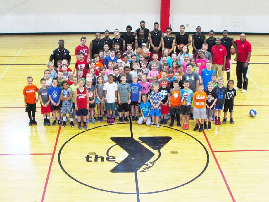 SIUE men's basketball hosts clinic.