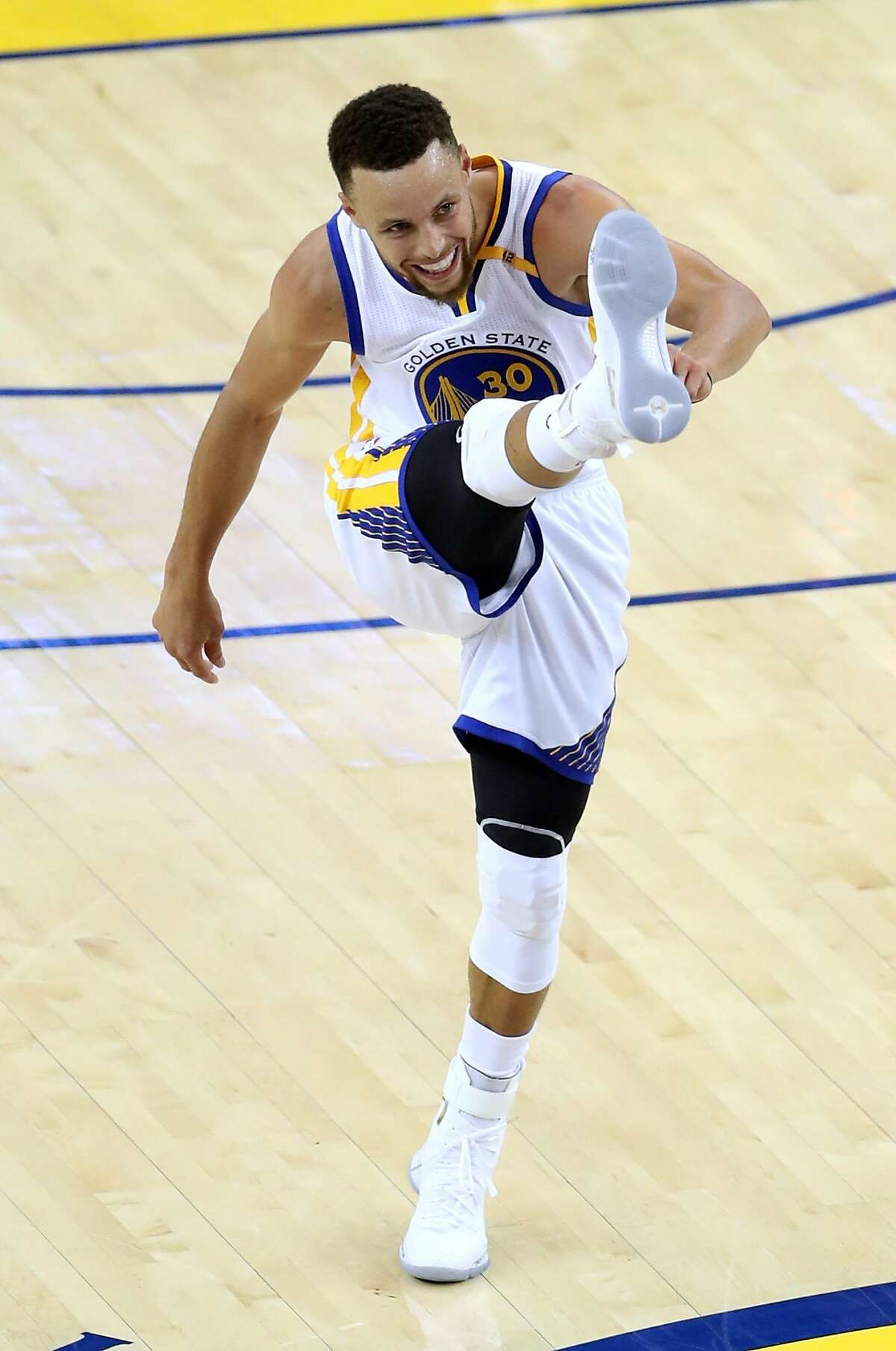 Golden State Warriors' Stephen Curry celebrates a successful 3-pointer against Cleveland Cavaliers in 3rd quarter during Game 1 of the NBA Finals at Oracle Arena in Oakland, Calif., on Thursday, June 1, 2017.