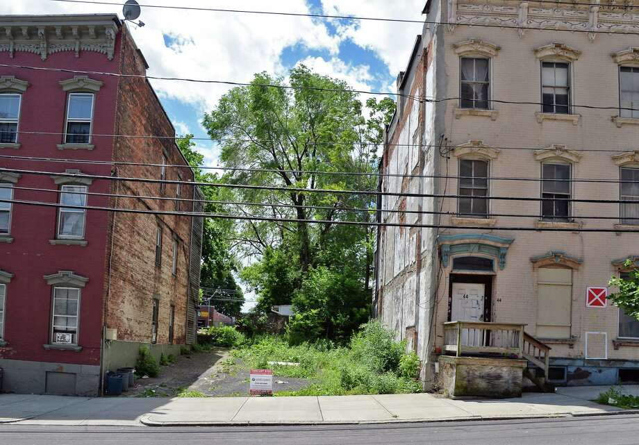 Vacant lot at 42 Morton Avenue, one of 40 vacant lots the Albany County Land Bank is selling for $100 in push to get interest from local property owners to buy these lots and put them back on the tax rolls Thursday June 1, 2017 in Albany, NY.  (John Carl D'Annibale / Times Union) Photo: John Carl D'Annibale / 40040666A