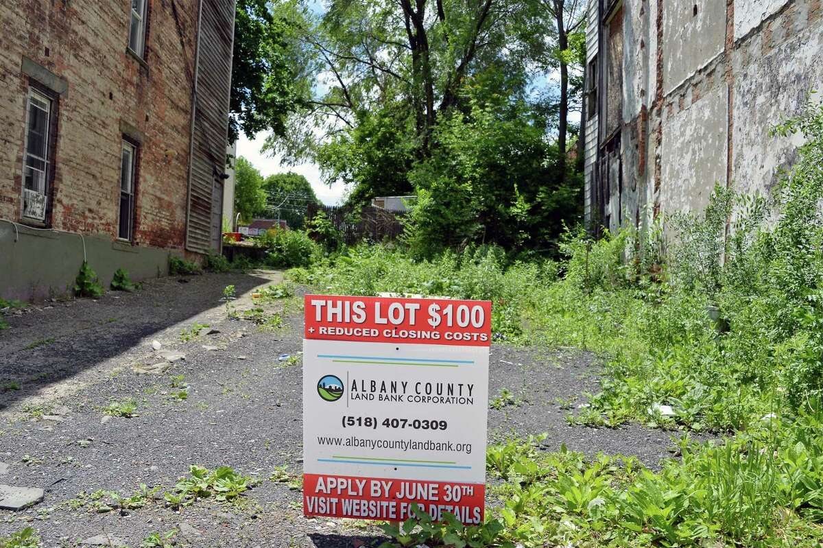 Vacant lot at 42 Morton Avenue, one of 40 vacant lots the Albany County Land Bank is selling for $100 in push to get interest from local property owners to buy these lots and put them back on the tax rolls Thursday June 1, 2017 in Albany, NY. (John Carl D'Annibale / Times Union)