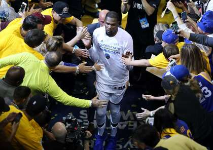 7f4edcc06 Golden State Warriors  Kevin Durant leaves court after scoring 38 points against  Cleveland Cavaliers during Warriors  113-91 win in Game 1 of the NBA Finals  ...