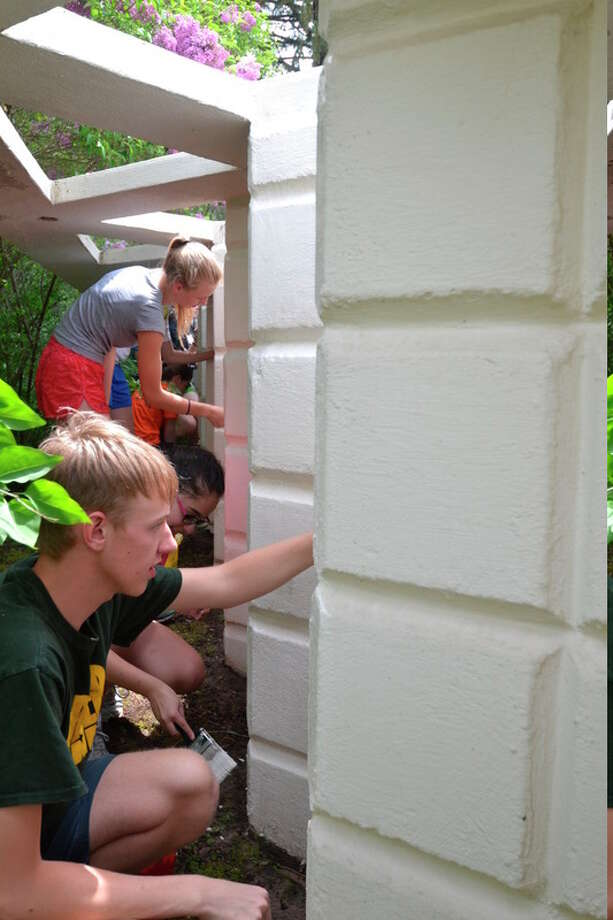 Photo provided Students painted the Unit Block 'grape vine wall' in the inner courtyard of the Home and Studio. Architect Alden B. Dow designed 13 structures that used his rhomboid-shaped Unit Block system.