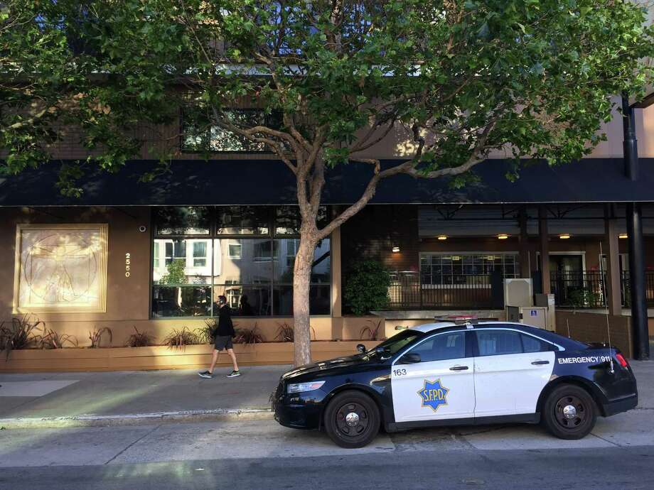 San Francisco Police say of man was killed early Friday morning when a verbal altercation turned physical outside the Da Vinci Villa hotel at 2550 Van Ness Ave. Photo: Sarah Ravani / The Chronicle / /