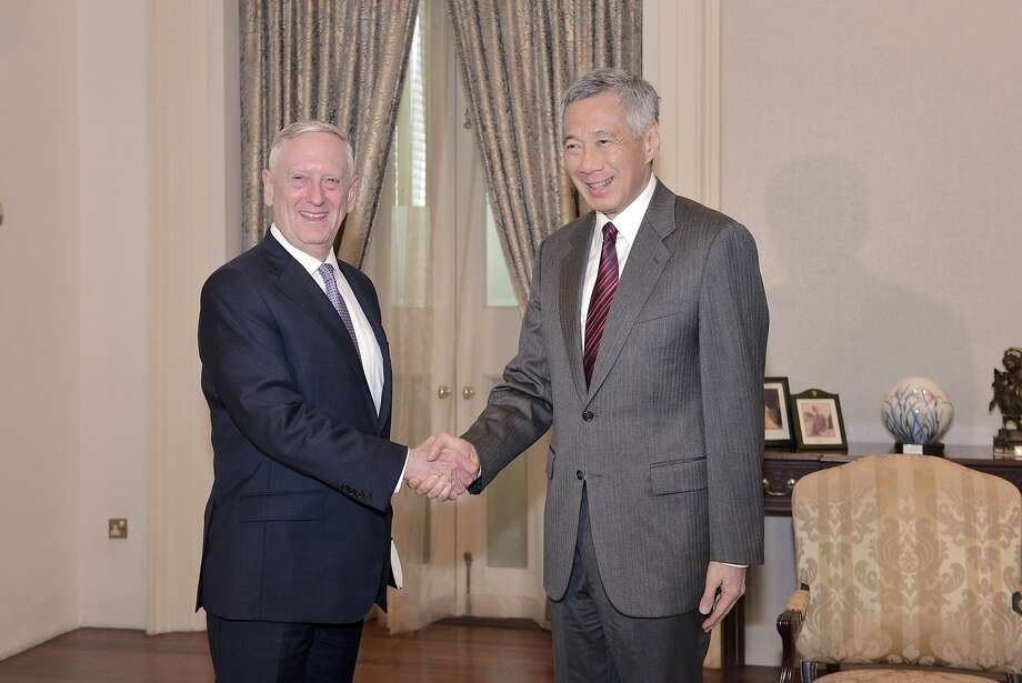 Defense Secretary Jim Mattis (left) meets with Singapore Prime Minister Lee Hsien Loong. Photo: Joseph Nair, Associated Press