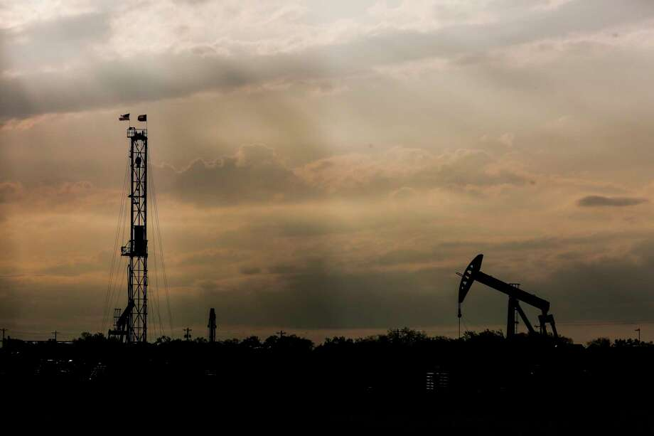 A drilling rig and pump jack sit on the Donnell Ranch Tuesday, May 23, 2017 in Tilden, the county seat of McMullen County. McMullen County had the highest average gross income in the country in 2015. ( Michael Ciaglo / Houston Chronicle ) Photo: Michael Ciaglo, Staff / Michael Ciaglo