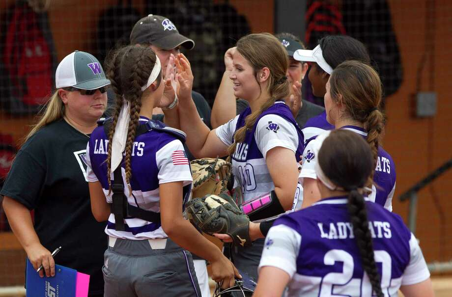 Willis starting pitcher Casey Dixon (10) gets a high-five from players after throwing out Haley Odell #4 of Dripping Springs at first in the first inning of a Class 5A semifinal game during the UIL State Softball Championships at Red and Charline McCombs Field, Friday, June 2, 2017, in Austin. Photo: Jason Fochtman, Houston Chronicle / © 2017 Houston Chronicle