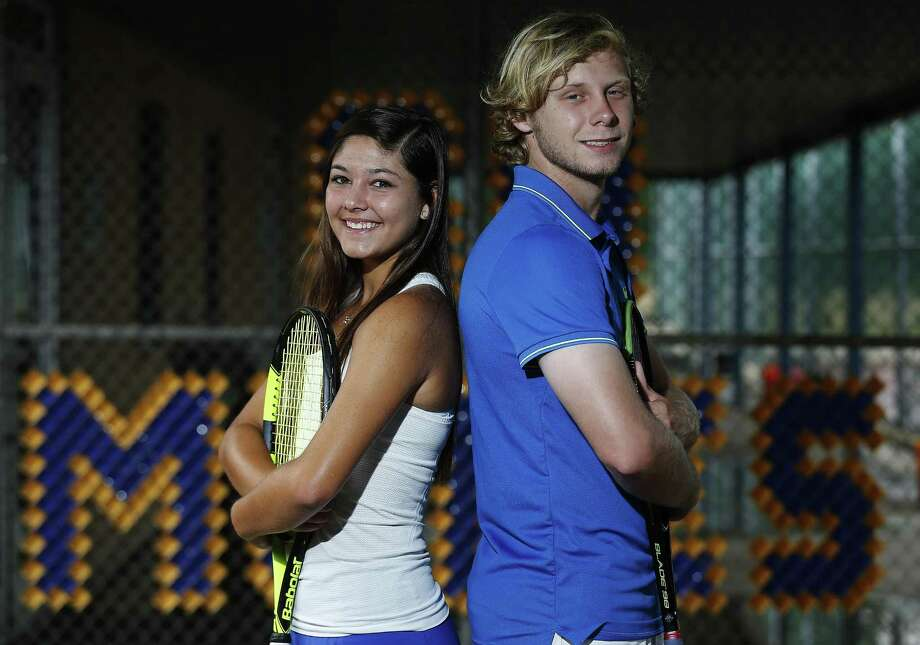 Alamo Heights' Campbell Erwin (right) and Brittney Wilbur are the 2017 Express-News Boys and Girls Tennis Players of the Year. Photo: Kin Man Hui /San Antonio Express-News / ©2017 San Antonio Express-News