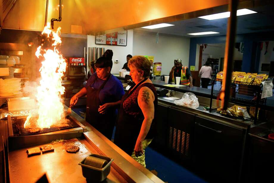 Houston International Seafarers' Center cook Ethel Berry, left, who has worked at the center for 23 years, and executive assistant Jerri Parker, prepare some of the last burgers on the grill as the Seafarers' center is closing to relocate to a smaller building Thursday, June 1, 2017 in Houston. ( Michael Ciaglo / Houston Chronicle ) Photo: Michael Ciaglo, Staff / Michael Ciaglo