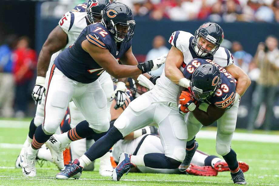 Inside linebacker Max Bullough (center) was suspended by the NFL last month for violating the league's policy on performance enhancing drugs. Photo: Michael Ciaglo, Staff / © 2016  Houston Chronicle