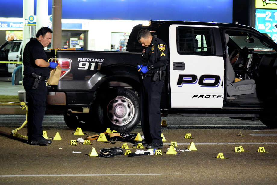 The Laredo Police Department analyzes the scene of a fatal shootout between a homicide suspect and LPD officers on June 2, 2017. Photo: Ulysses S. Romero/Laredo Morning Times