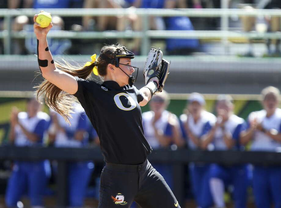 Megan Kleist escaped a bases-loaded jam in relief, and Oregon held on to beat Baylor 7-4 on Saturday in an elimination game at the Women's College World Series. Photo: Collin Andrew/Associated Press