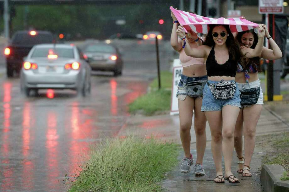 Bad weather forced Nicole Mingarelli, left, Bella Chapa, center, and Madison Maysella  to leave the Free Press Summer Fest Sunday. Photo: Melissa Phillip, Staff / © 2017 Houston Chronicle