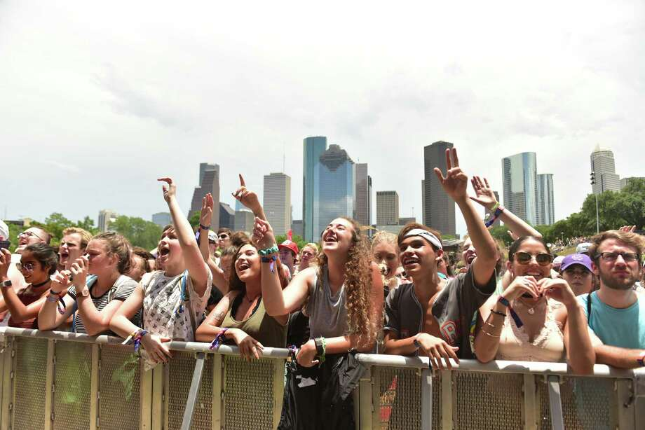 Fans at Free Press Summer Fest at Eleanor Tinsley Park, which was later called off for the second straight day Sunday due to weather. Photo: Jamaal Ellis, 1stthreesongs.com, Freelance / ©2017 Houston Chronicle