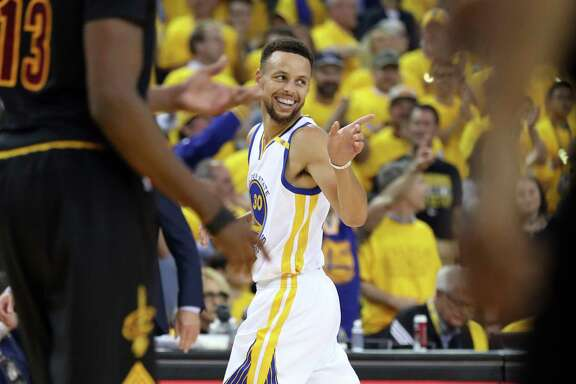 Golden State Warriors' Stephen Curry points to a teammate in 1st quarter Warriors' 132-113 win over Cleveland Cavaliers in Game 2 of NBA Finals at Oracle Arena in Oakland, Calif., on Sunday, June 4, 2017.