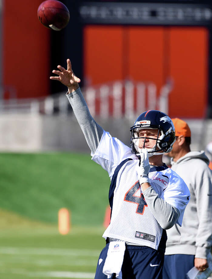 ENGLEWOOD, CO - NOVEMBER 02: Denver Broncos quarterback Austin Davis (4) throws a pass during practice November 2, 2016 at Dove Valley. (Photo By John Leyba/The Denver Post via Getty Images) Photo: John Leyba/Denver Post Via Getty Images