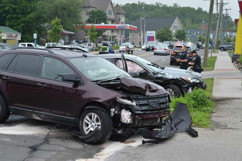 2 Car Crash On Main Avenue San Antonio Express News