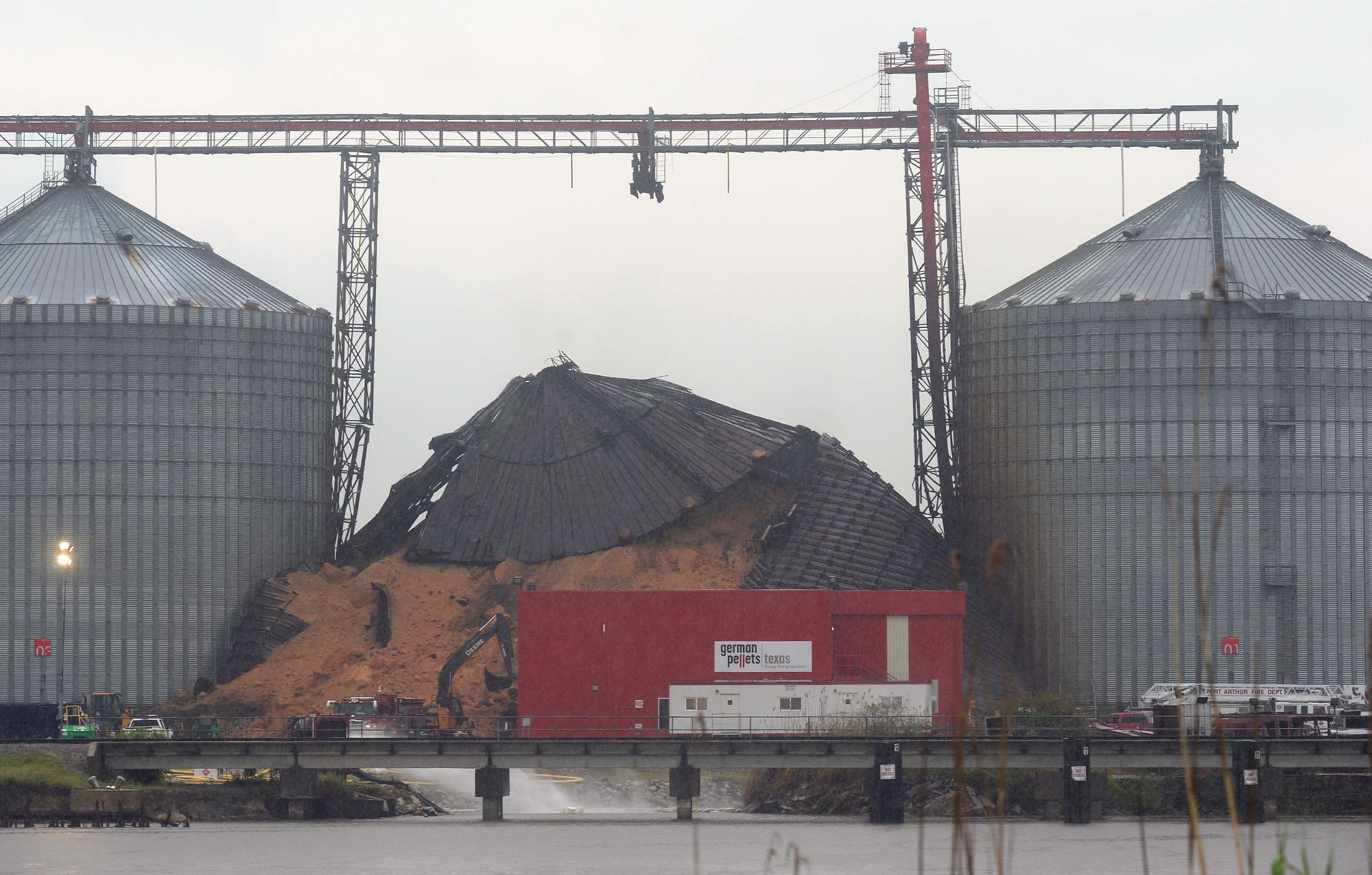 smoldering port arthur silo ruptures collapses beaumont enterprise. Black Bedroom Furniture Sets. Home Design Ideas