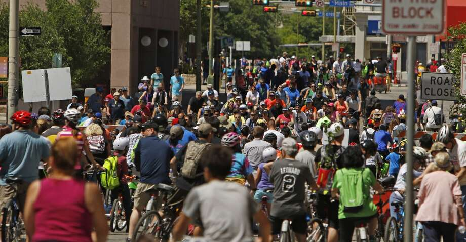 San Antonio's Siclovia regularly draws crowds more than four times larger than Houston's most well-attended Sunday Streets. Photo: Ronald Cortes / For Express News