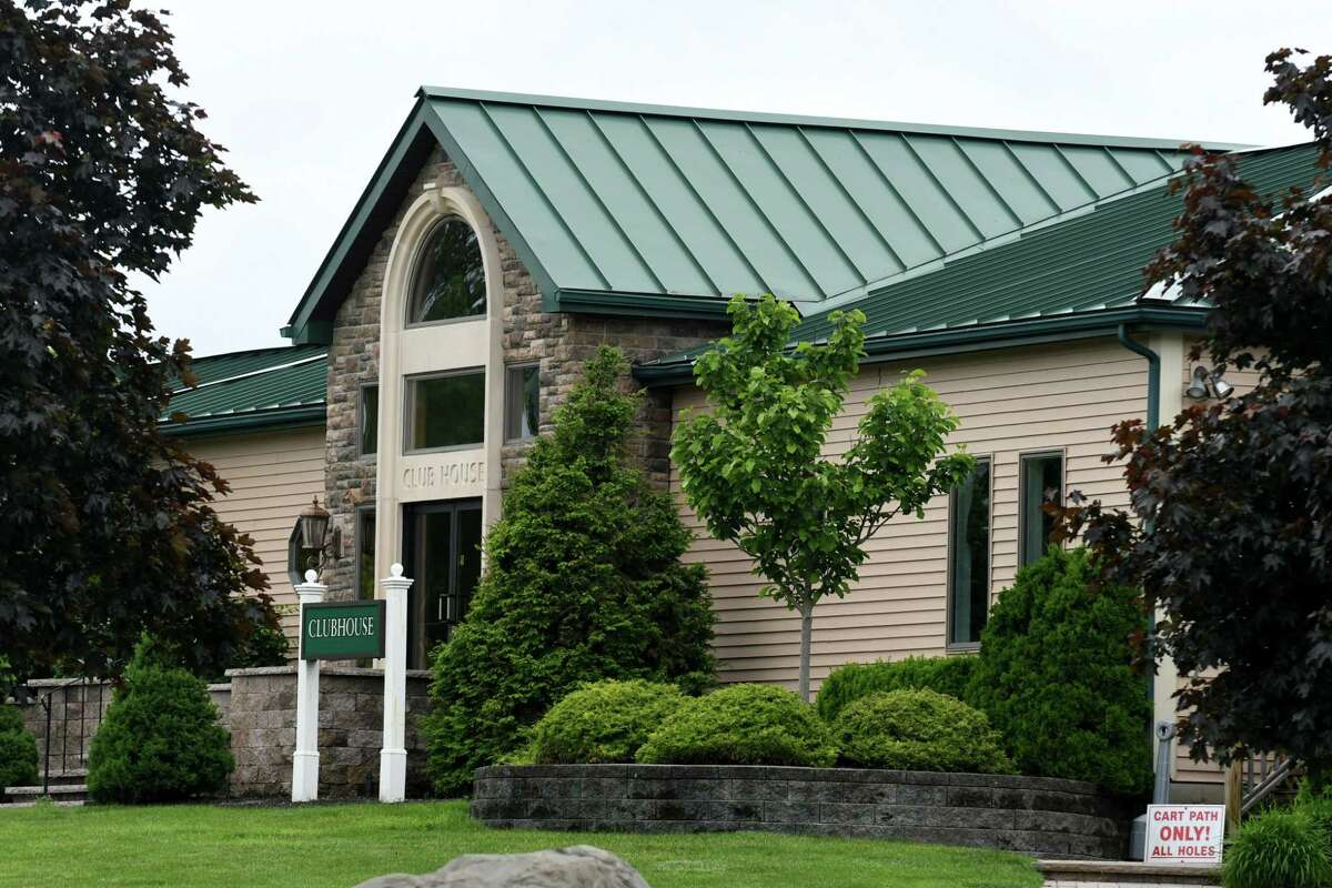 Exterior of the clubhouse at Fairways Golf Course on Monday, June 5, 2017, in Halfmoon, N.Y. The course owner is planning to add a brew pub to the property, which has upset some neighbors. (Will Waldron/Times Union)