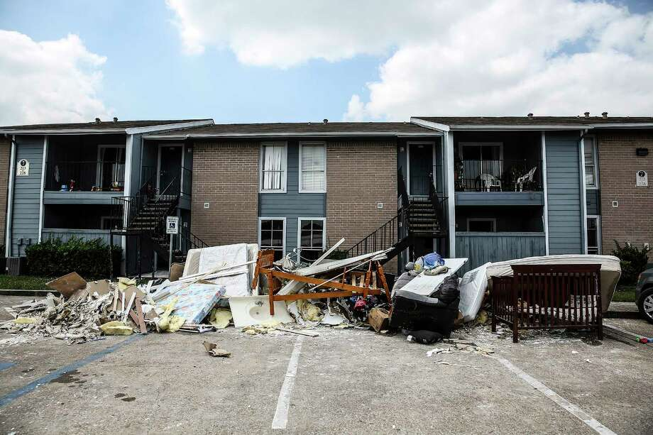 High-tech flood study calls for buyouts of North Houston apartments ...