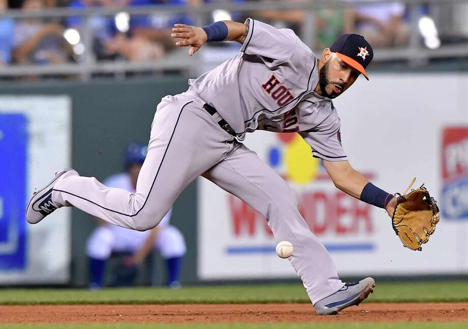The Houston Astros' Marwin Gonzalez runs down a groundout on the Kansas City Royals' Whit Merrifield in the fifth inning at Kauffman Stadium in Kansas City, Mo., on Monday, June 5, 2017. Photo: John Sleezer, TNS / Kansas City Star