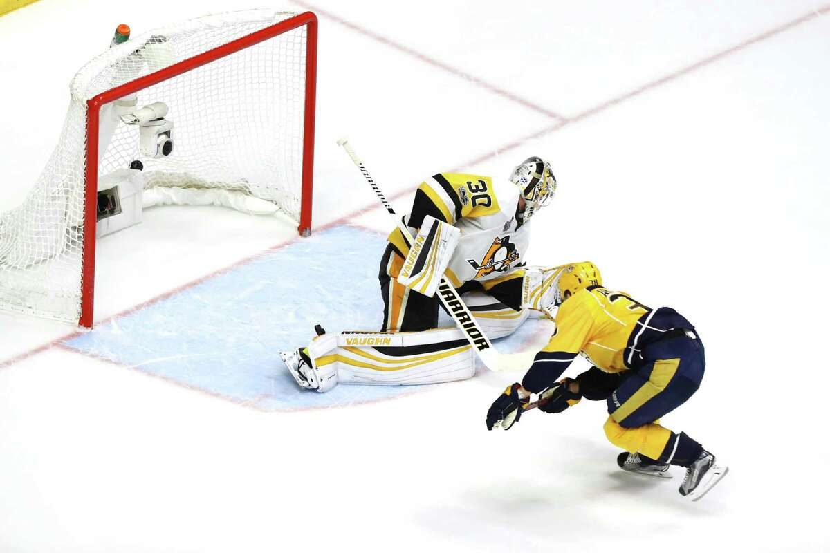 NASHVILLE, TN - JUNE 05: Viktor Arvidsson #38 of the Nashville Predators scores a goal against Matt Murray #30 of the Pittsburgh Penguins during the second period in Game Four of the 2017 NHL Stanley Cup Final at the Bridgestone Arena on June 5, 2017 in Nashville, Tennessee. (Photo by Bruce Bennett/Getty Images) ORG XMIT: 700056236