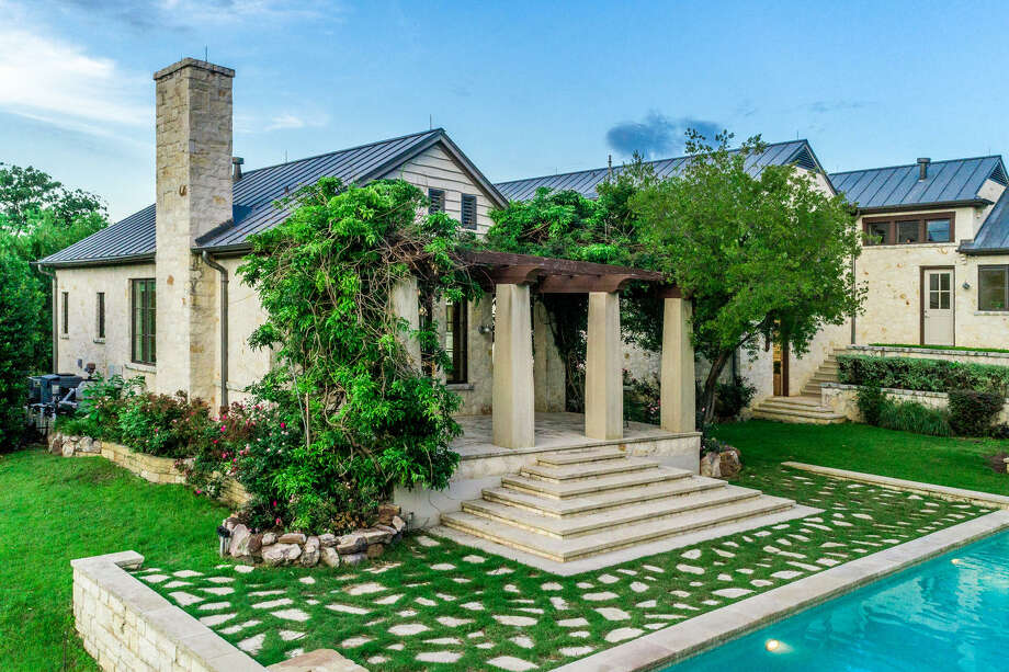 A Swarovski heiress is selling her 9,541 square foot mansion nestled in the premier neighborhood of Vaquero in Westlake through Elite Auctions. The property features Swarovski crystal, luxurious amenities and famous neighbors. Photo: Courtesy Elite Auctions