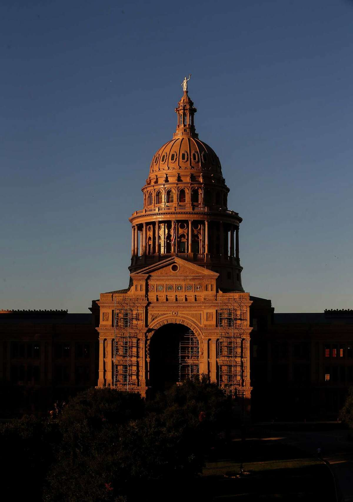 """The sun sets over the Texas Capitol Friday, Oct. 21, 2016, in Austin. The House approved on second reading a """"sunset"""" bill that would extend operations for five agencies that oversee medical personnel until 2019. ( Jon Shapley / Houston Chronicle )"""