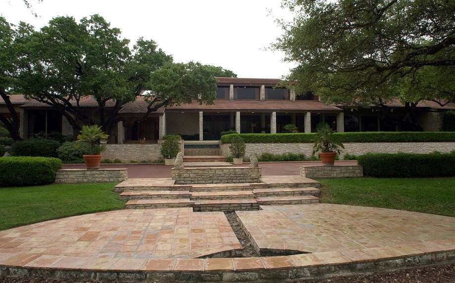 A view of the front of the Tom Turner Sr. estate. Photo: Edward A. Ornelas /San Antonio Express-news / SAN ANTONIO EXPRESS-NEWS