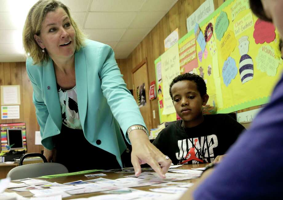 U.N. official Kelly T. Clements tours Las Americas Newcomer Middle School on a visit to Houston. Photo: Elizabeth Conley, Staff / © 2017 Houston Chronicle