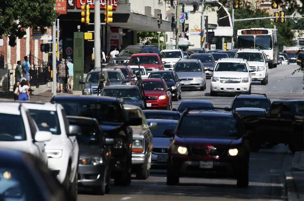 Traffic in the downtown area on Friday, Aug. 12, 2016. The ozone levels in San Antonio's statistics causes 52 premature deaths per year according to a new public health study by New York University and the American Thoracic Society. (Kin Man Hui/San Antonio Express-News)