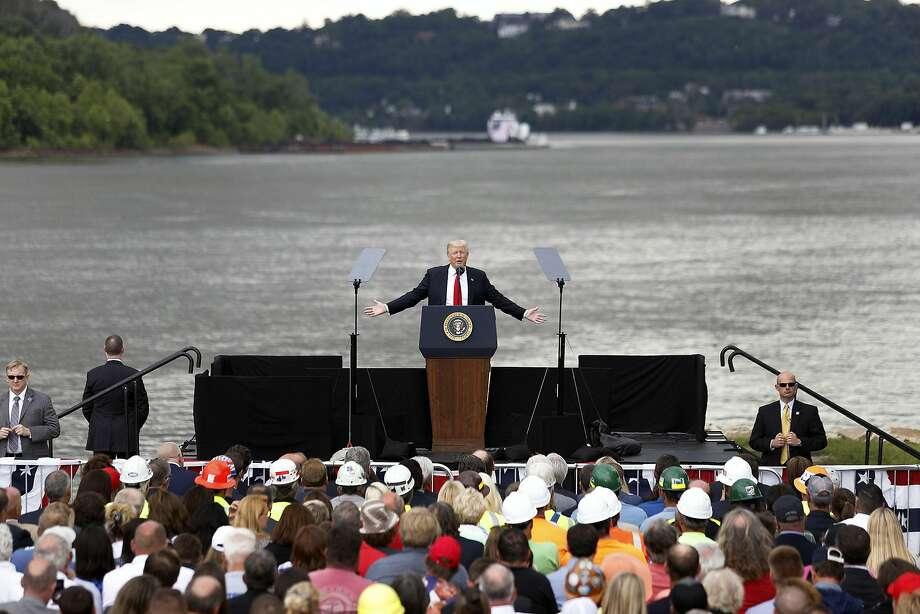 In Cincinnati Trump calls on Democrats to help rebuild U.S.  infrastructure