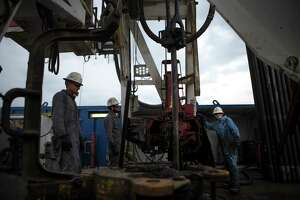 Oil workers drilling for oil on rig near College Station, Tuesday, May 9, 2017. ( Marie D. De Jesus / Houston Chronicle )
