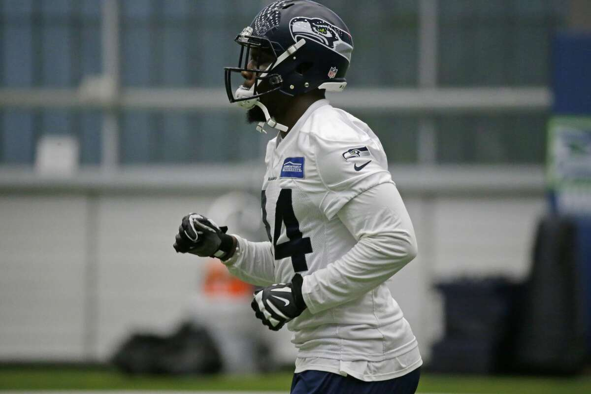 Seattle Seahawks rookie defensive tackle Malik McDowell jogs during NFL football rookie minicamp, Sunday, May 14, 2017, in Seattle. (AP Photo/Ted S. Warren)