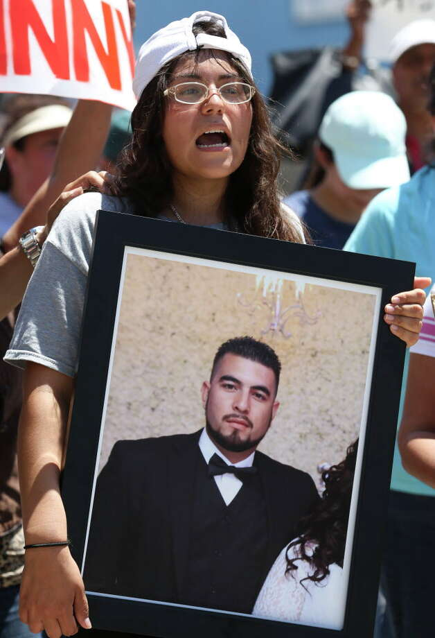 Maria Toval, wife of deceased John Hernandez, holds a photograph of Hernandez while marching from Guadalupe Plaza Park to to the Harris County Criminal Justice Center with more than a hundred protesters Wednesday, June 7, 2017, in Houston. Hernandez was killed by Terry Bryan Thompson, husband of Harris County Sheriff's Deputy Chauna Thompson, with a choke hold last week outside of a Denny's restaurant after the two got into a fight. Toval was also at the scene. The march was calling to seek justice for Hernandez. Photo: Yi-Chin Lee, Houston Chronicle / © 2017  Houston Chronicle