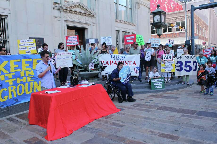 San Antonio residents and activists gathered on Main Plaza to urge then-Mayor Ivy Taylor to sign a mayors' pledge to support the goals of the Paris global climate accord. Photo: Brendan Gibbons / San Antonio Express-News