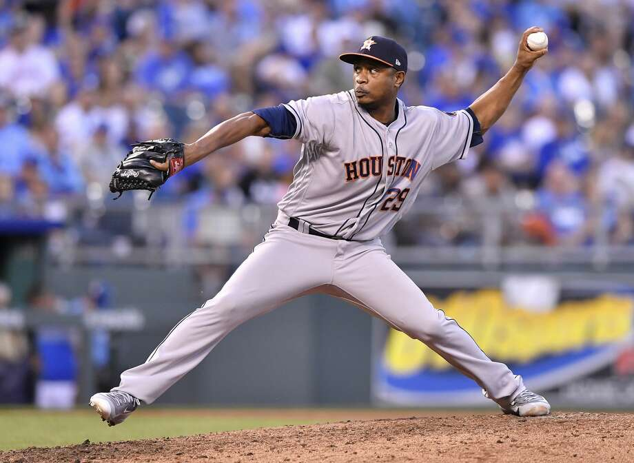 Houston Astros relief pitcher Tony Sipp throws in the fourth inning against the Kansas City Royals at Kauffman Stadium in Kansas City, Mo., on Wednesday, June 7, 2017. (John Sleezer/Kansas City Star/TNS) Photo: John Sleezer/TNS