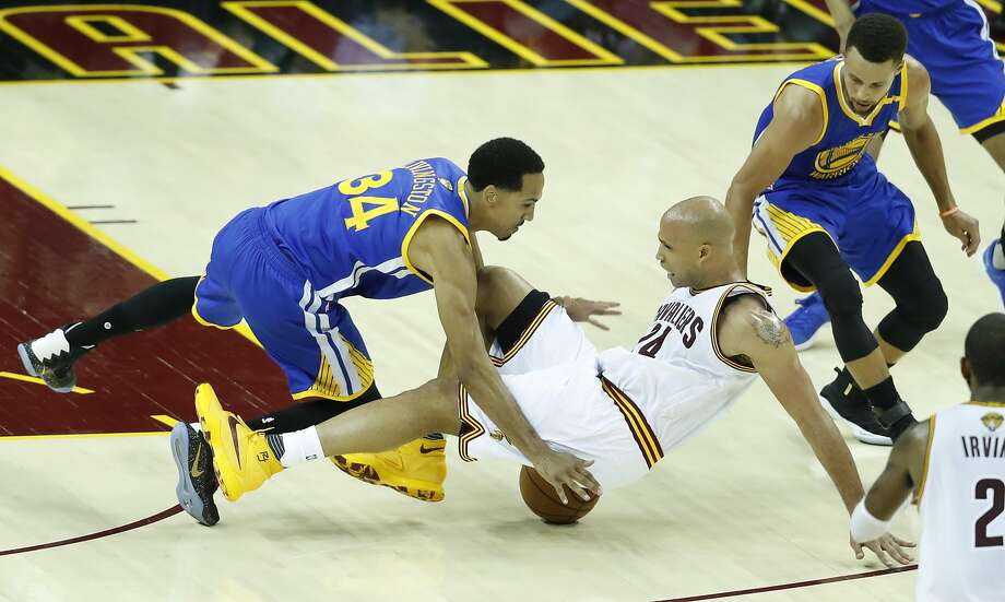Golden State Warriors' Shaun Livingston and Cleveland Cavaliers' Richard Jefferson fall down in the third quarter during Game 3 of the 2017 NBA Finals at Quicken Loans Arena on Wednesday, June 7, 2017 in Cleveland, Ohio Photo: Scott Strazzante, The Chronicle