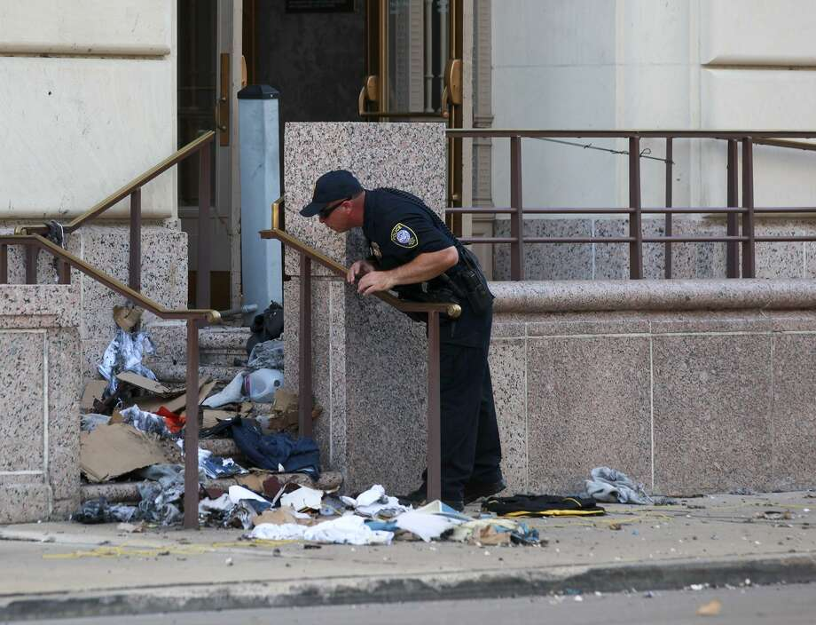 Law enforcement officials investigate a suspicious package that was bought into the post office inside the Hipolito F. Garcia Federal Building and U.S. Courthouse on Wednesday afternoon. Due to the threat several downtown streets around Alamo Plaza were closed in the process. Photo: Srijita Chattopadhyay, San Antonio Express-News / San Antonio Express-News / San Antonio Express-News