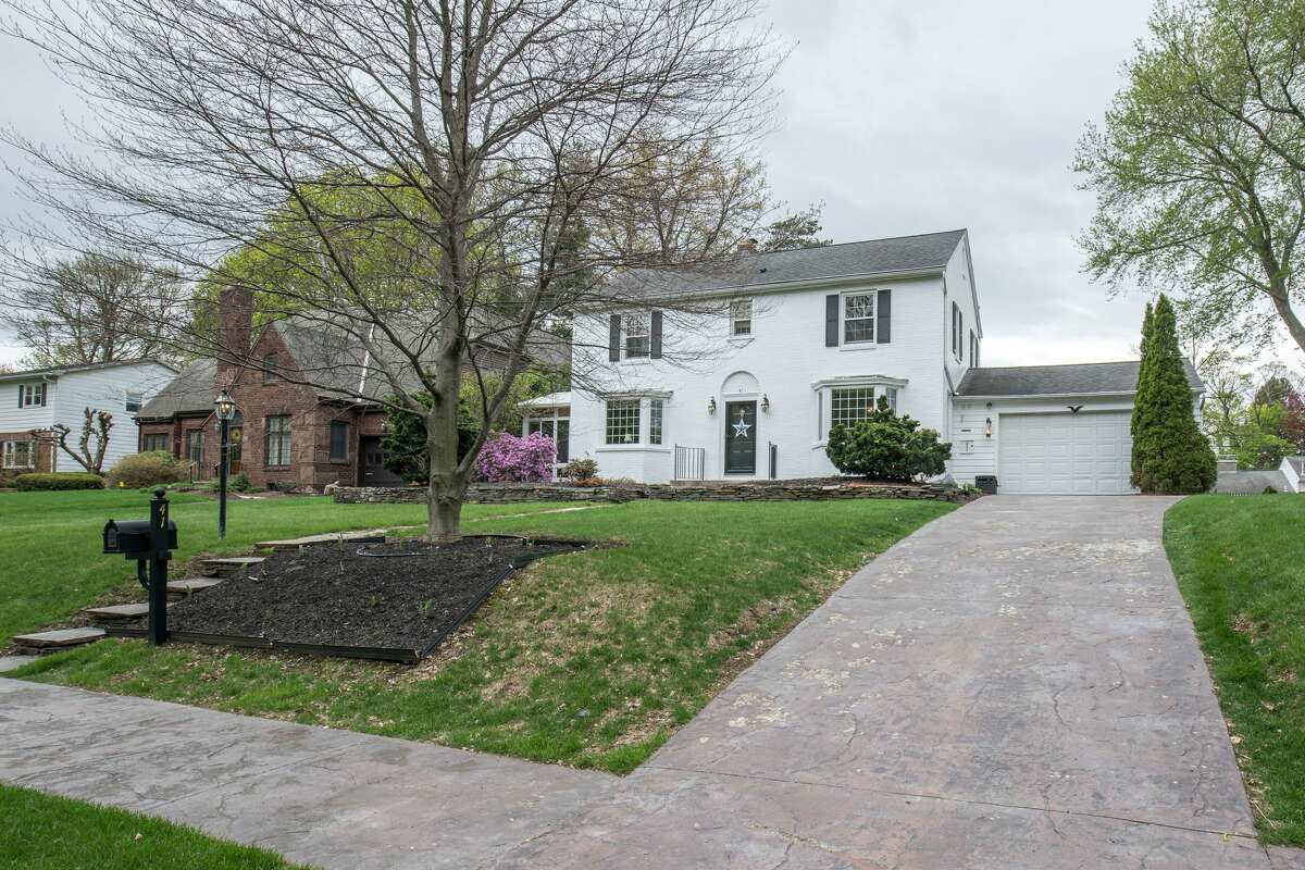 House of the Week: 41 Berkshire Drive, East Greenbush | Realtor: Joan Rapp of Berkshire Hathaway Blake | Discuss: Talk about this house